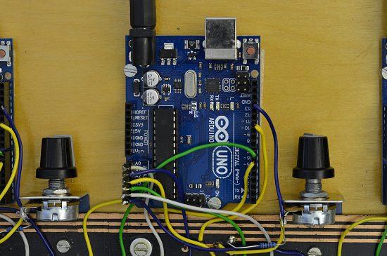 Zapojenie Arduina v digitálnom syntetizátore (detail)