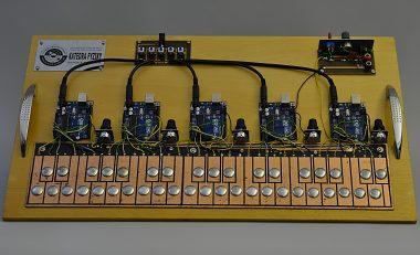 Digitálny syntetizátor (maxi-klavír)